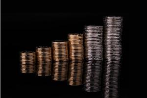 黄金市场的最新信号:ETF持续三周流出 这家投行:没有什么时候比现在更有利于金价上涨
