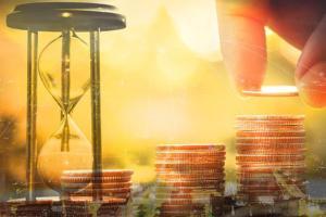 黄金期货昨日飙升近25美元 重大破位很快到来?机构:黄金、白银和原油最新技术前景分析